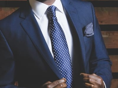 business-suit-690048_960_720 (1).jpg