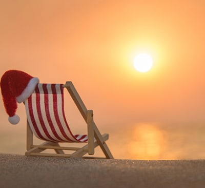 santa hat deck chair shutterstock 338144351 600x400