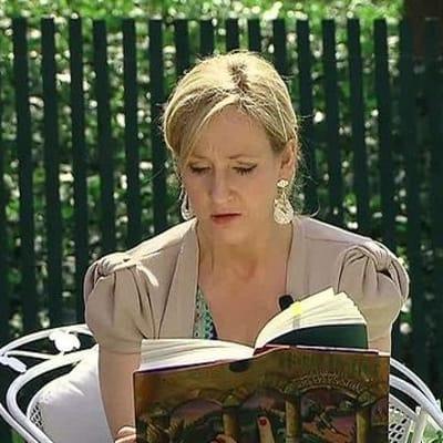 J. K. Rowling 04 2010