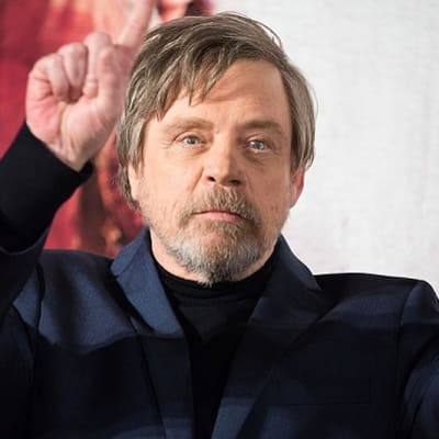 800px-Star_Wars-_The_Last_Jedi_Japan_Premiere_Red_Carpet-_Mark_Hamill_(27163947369).jpg