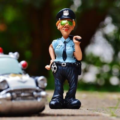 policewoman-986047_960_720.jpg