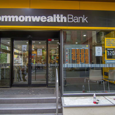 800px-Commonwealth_Bank_branch_office.jpg