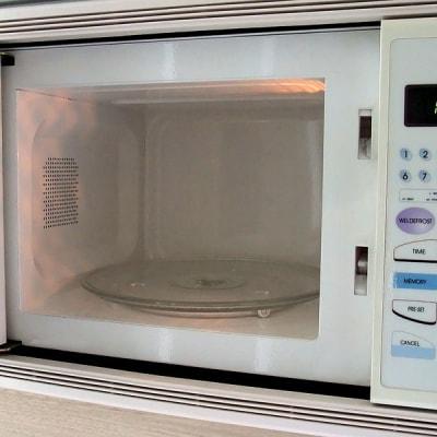 800px-Microwave_oven_interior.jpg