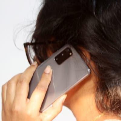 A-girl-on-phone-call-198510-pixahive_edit.jpg
