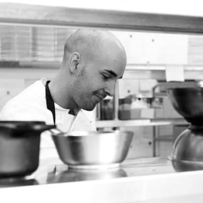 Chef_cooking_edit.jpg