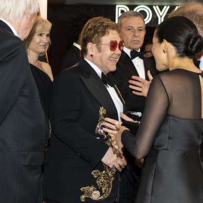 Duke_and_Duchess_of_Sussex_speak_with_Elton_John.jpg