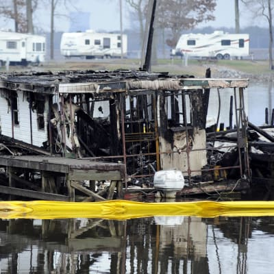 Eight_killed_in_Alabama_marina_fire.jpg