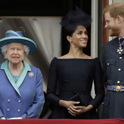 Queen_says_Harry_Meghan_can_go_it_alone.jpg
