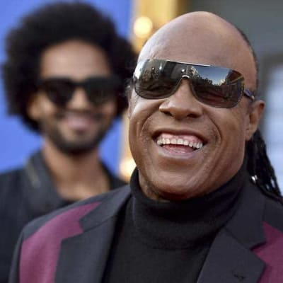 Stevie Wonder visits ailing Aretha at home.jpg
