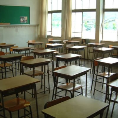 school_classroom_desks_edit.jpg