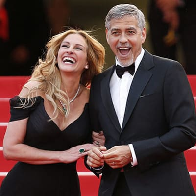 epaselect epa05302326 US actress Julia Roberts (L) and US actor George Clooney (R) arrive for the screening of