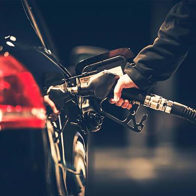 shutterstock 626508098 petrol pump 600x400