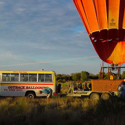 800px-Outback_ballooning_C.jpg