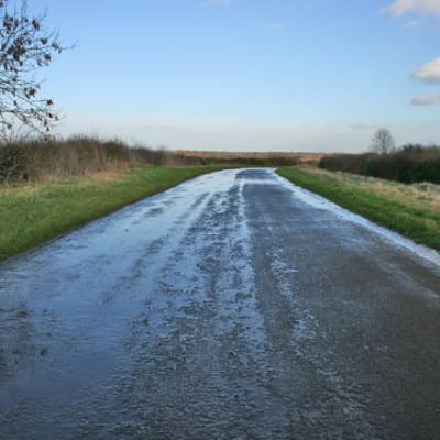 A_very_wet_road_-_geograph.org.uk_-_337091.jpg