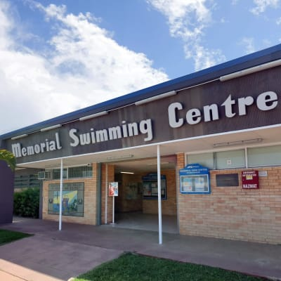 Mackay_Swimming_Centre_entrance_and_mural.jpg