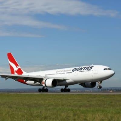 Qantas_151113_2465-330x330.jpg