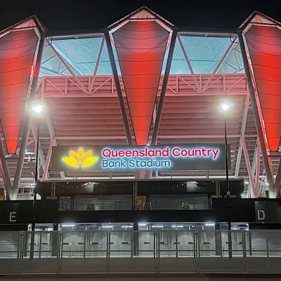 Queensland_Country_Bank_Stadium_at_night_in_June_2020.jpg
