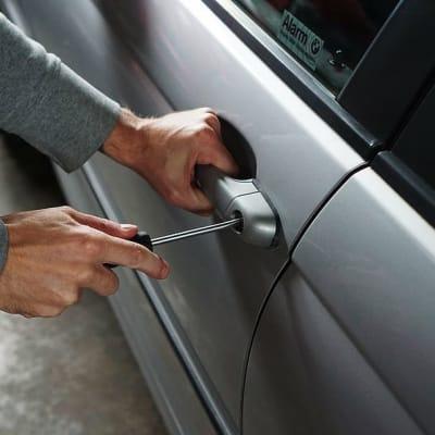 car-burglary-thief-burglar.jpg