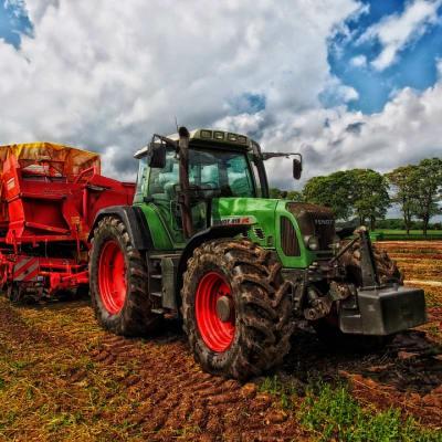 tractor-385681_960_720.jpg