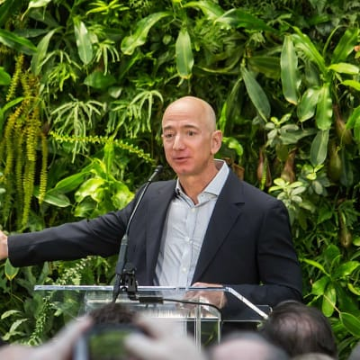 Jeff Bezos at Amazon Spheres Grand Opening in Seattle - 2018 (39074799225)