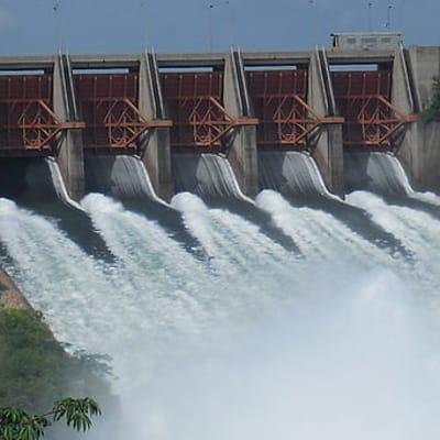 512px-Akosombo_Dam_is_spilling_water,_Ghana.JPG