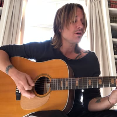 Keith Urban acoustic Female.png