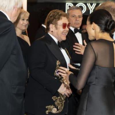 Duke-and-Duchess-of-Sussex-speak-with-Elton-John-650x434.jpg