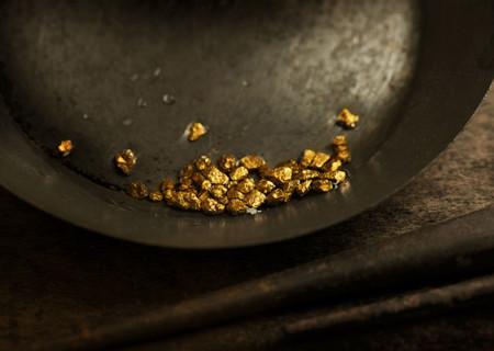 Fossicking-Gold-Gold-Panning.jpg