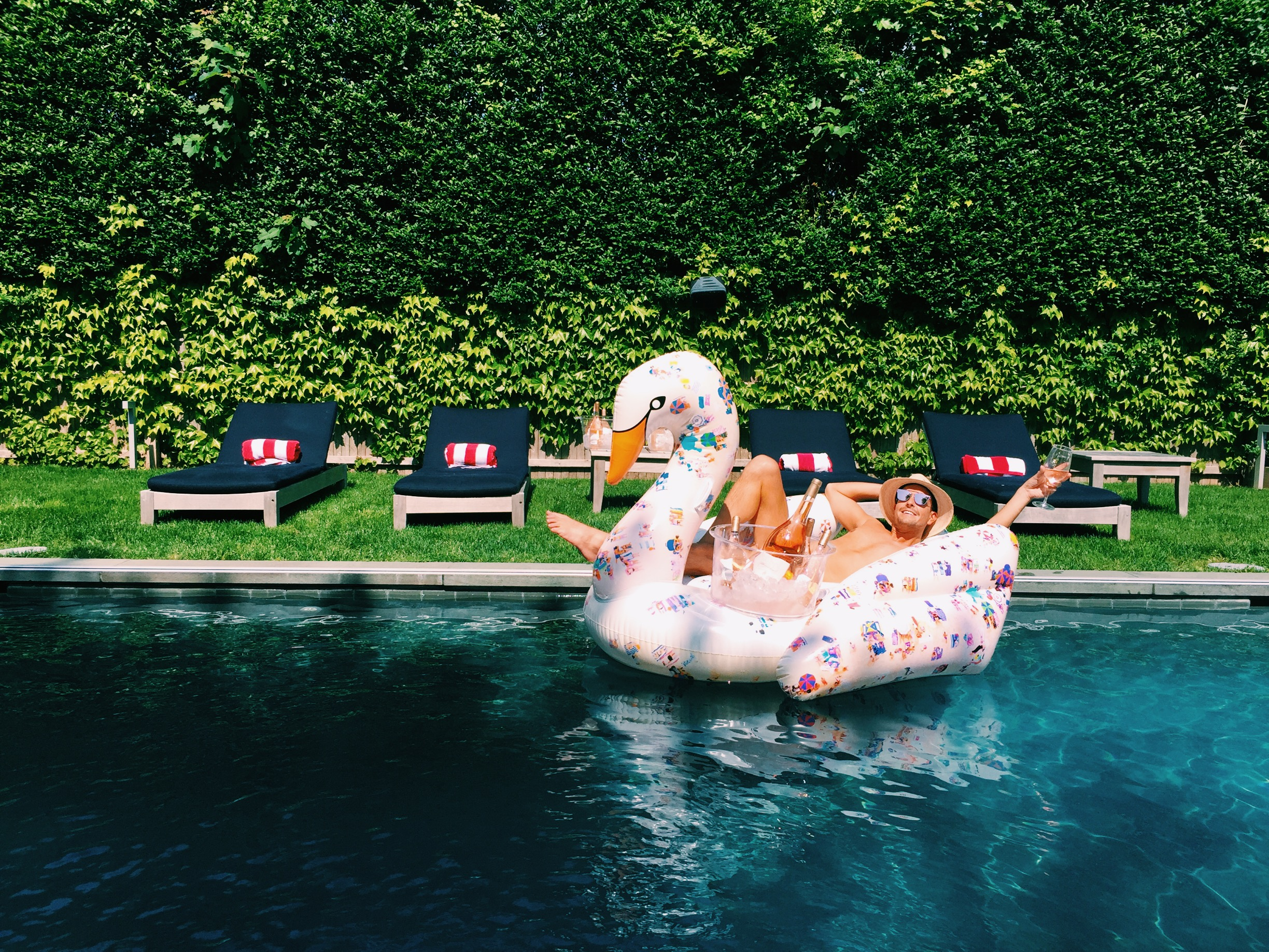 Travel Guide The Hamptons - Pool Time