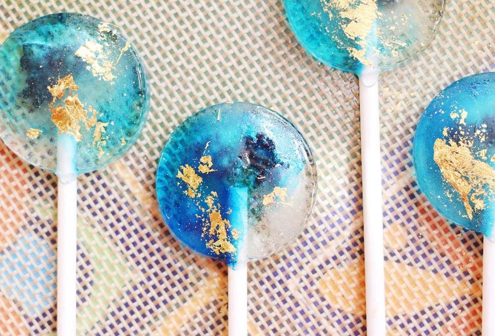 Get the recipe for these dreamy Bora Bora inspired lollipops by Nutmeg & Honeybee