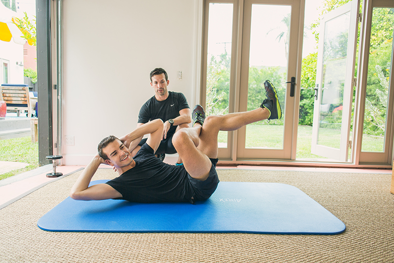 Figure four crunches for on the go exercise