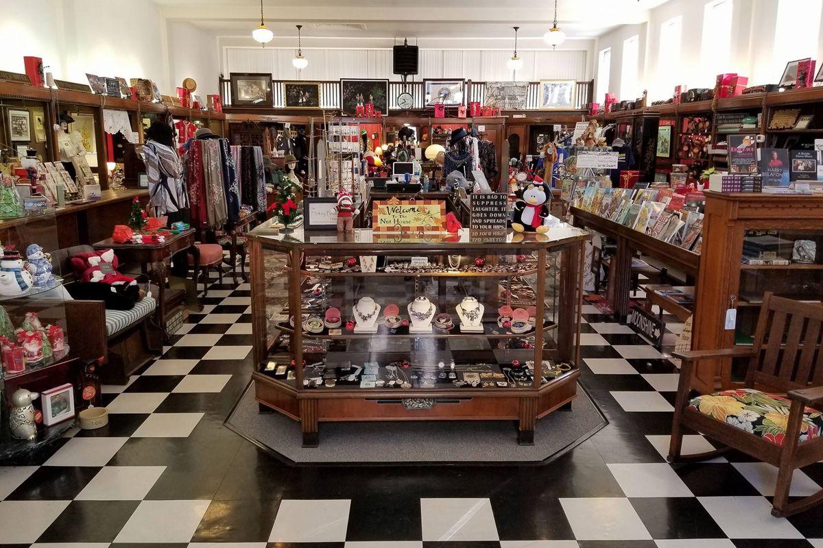 Alderson's Store displays 1200x800