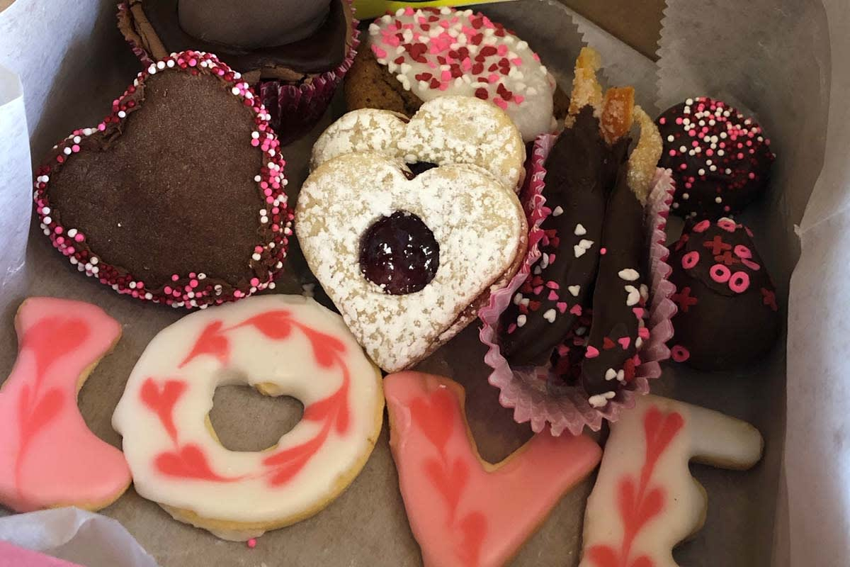 image corn flour valentine cookie box 1200x800