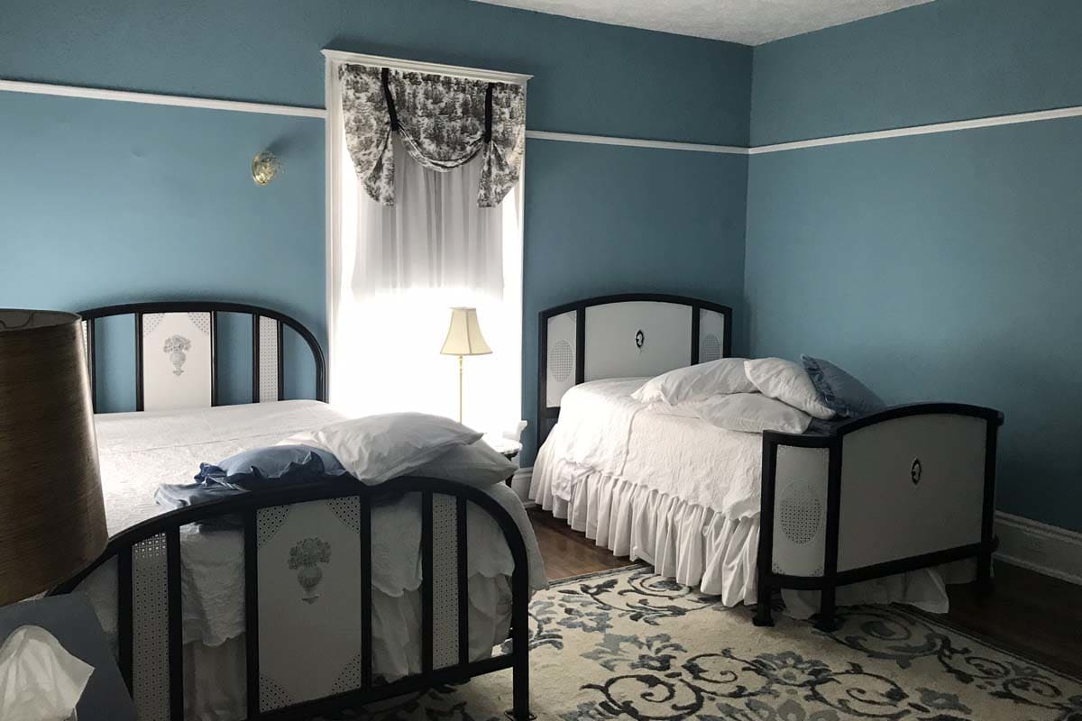 image old victorian inn blue room 1200x800