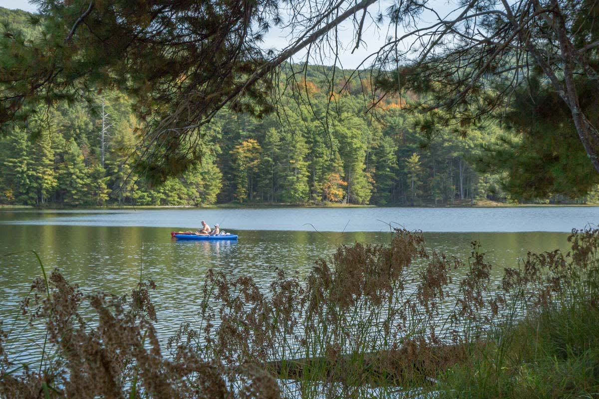 lake-sherwood-canoeing 1200x800