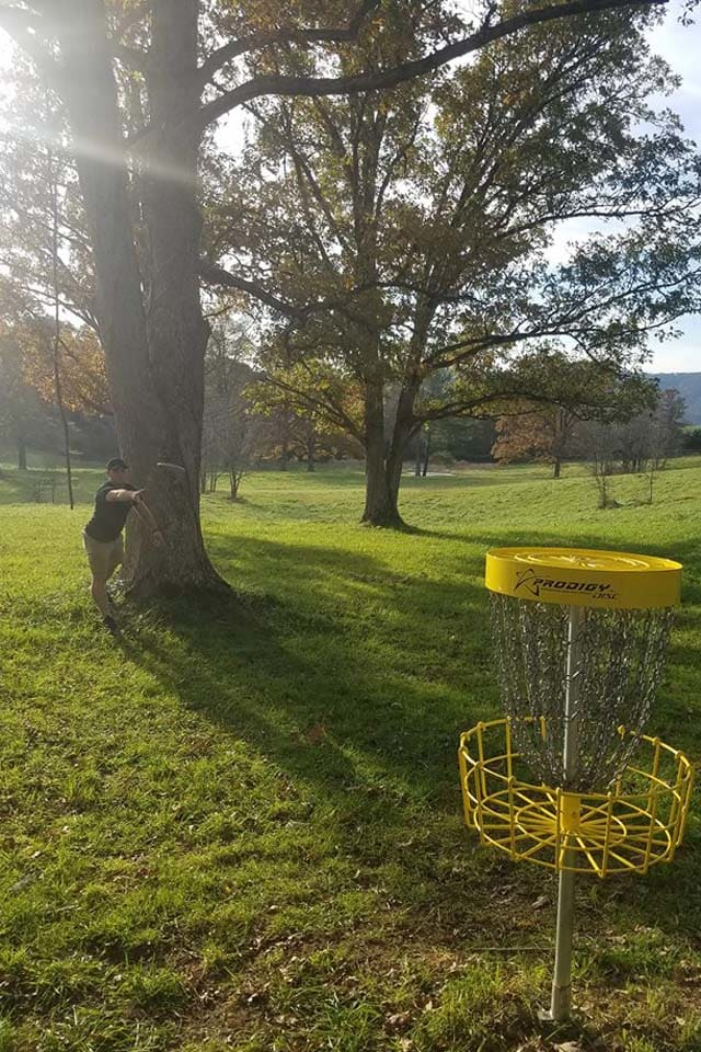 image disc golf course player 640x960