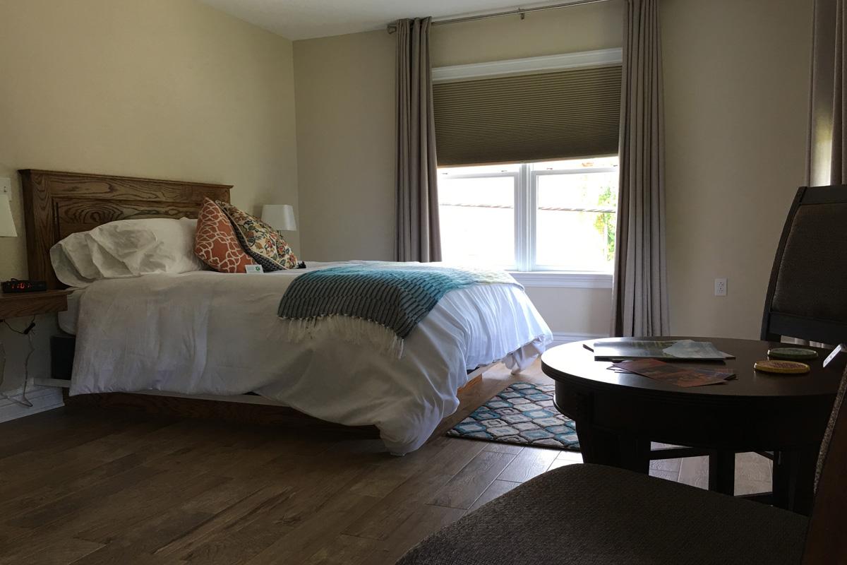 the hotel escape bed