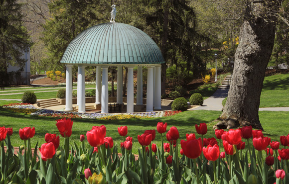 image-the-greenbrier-spring-house 580x370