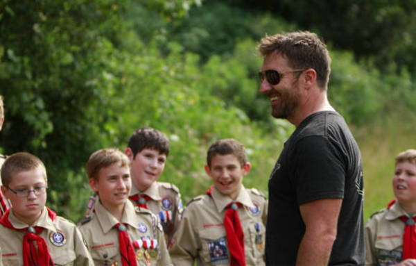 mark bowe addressing a troop of boy scouts