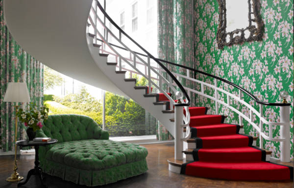 image-the-greenbrier-spiral-staircase 580x370