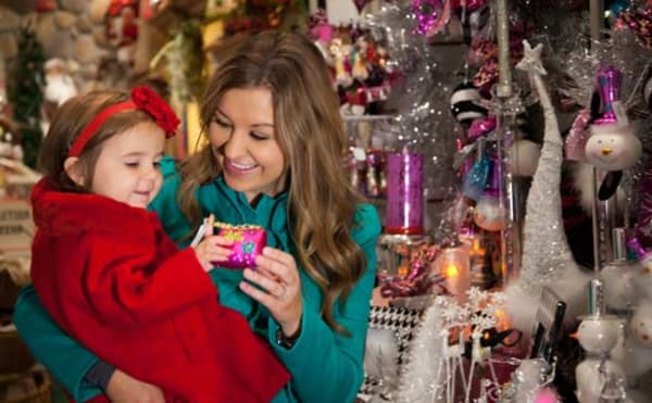 image holiday shopping with baby 525x325