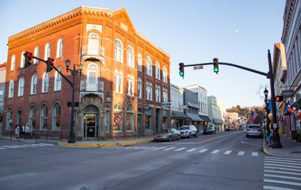 image downtown lewisburg streetscape 570x360