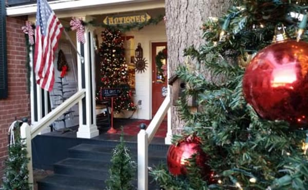 image brick house antiques holiday front entrance 525x325
