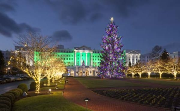 image the greenbrier holiday lights at night 525x325