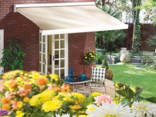 Retractable Self-Supporting Awning