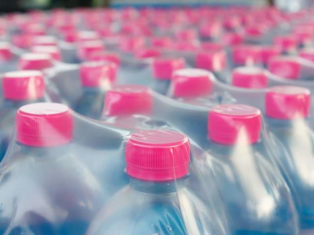 stop alle bottigliette di plastica