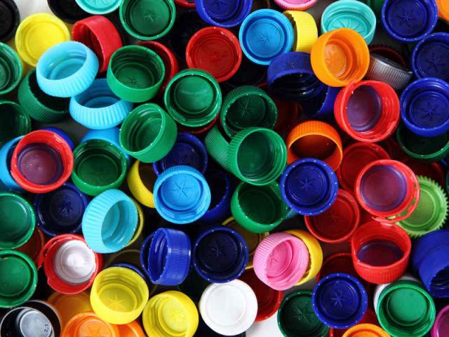 raccolta tappi di plastica