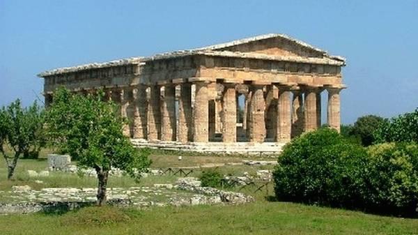 Italia perde il primato mondiale nel turismo