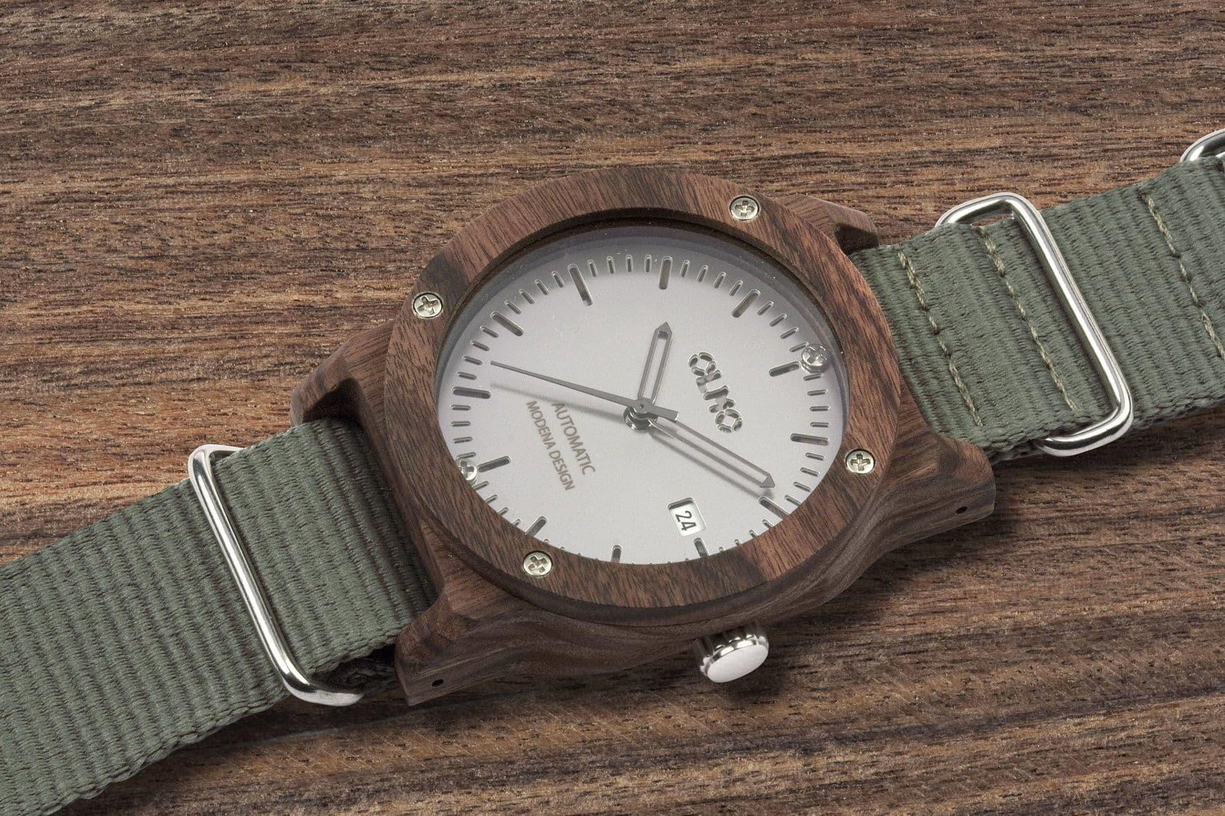 Lowell Olmo, un eco-orologio da polso dal cuore green