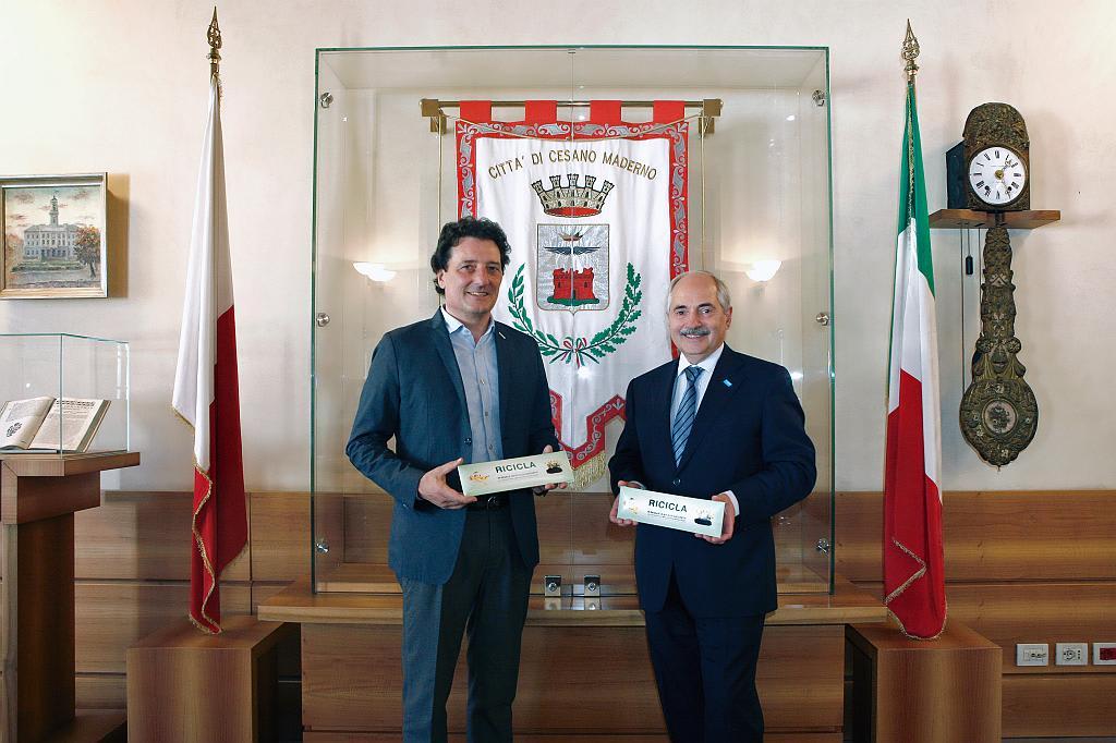 A Cesano Maderno distribuiti più di 16.000 kit di sacchetti per l'umido